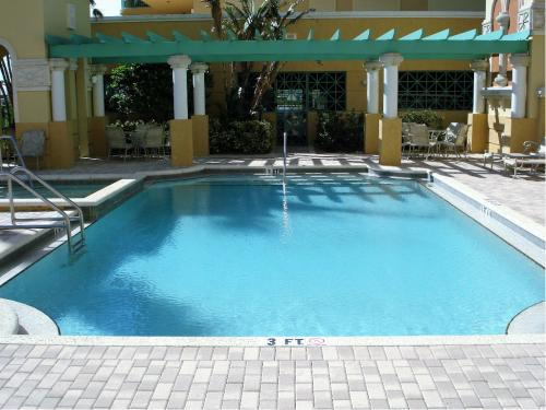 Amenities - Bayfront Pool Patio 2