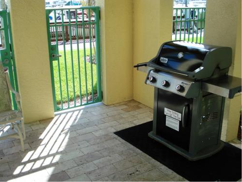 Amenities - Bayfront Pool and Grill